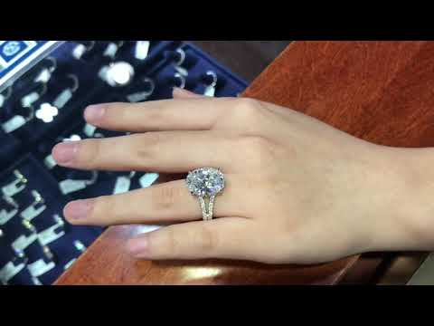 What does a 10 carat oval diamond look like on the hand or finger?